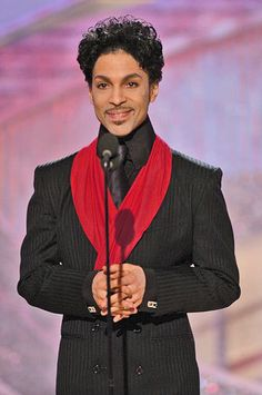 Prince Rogers Nelson, when he smiles it opens up his whole face, looks like an angel! Prince Purple Rain, Pictures Of Prince, Prince Images, Jazz, Paisley Park, Pop Rock, Roger Nelson, Prince Rogers Nelson, Purple Reign