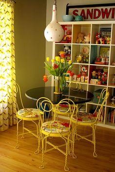 mesa y sillas preciosas