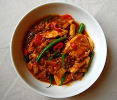Indisk kyllinggryte med linser Thai Red Curry, Chili, Ethnic Recipes, Food, Chilis, Meals, Yemek, Chile, Eten