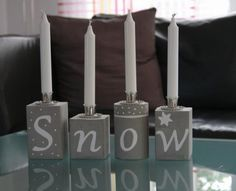 Guides, guides and buying advisors- Ratgeber, Anleitungen und Kaufberater From my favorite material concrete, you can make great decorations for the winter and Christmas. For the candlesticks I have packaged potato chips and H-milk genom - Cement Art, Concrete Crafts, Concrete Art, Concrete Projects, Christmas Candles, Christmas Diy, Christmas Decorations, Concrete Candle Holders, Papercrete