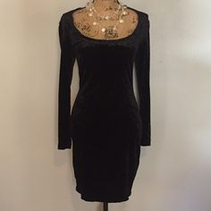 👠Nicole Miller 👠Vintage Black Velvet Dress Fitted Nicole Miller black velvet dress. The fabric is amazingly soft and with a little bit of stretch it's comfy as well.  This is a versatile dress to wear fancy or casual🍷👛 Nicole Miller Dresses