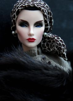 Wearing a silkstone suit, A Starry night fur wrap, leopard print scarf and pearl earrings, she is just amazing. Have eyes ever been so blue? Barbie I, Barbie World, Fur Fashion, Diva Fashion, Fashion 2020, Fashion Royalty Dolls, Fashion Dolls, Leopard Print Scarf, Fur Wrap
