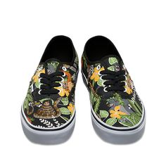 Vans and Disney come together for a magical collaboration that reimagines some of the most beloved and iconic animated characters. Dedicated to those who are young at heart, the Jungle Book Disney Authentic combines the original and now iconic Vans low top style with a custom Jungle Book design. The Disney Authentic also features sturdy canvas uppers, metal eyelets, and signature waffle rubber outsoles.