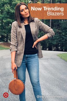 A trendy outfit maker? A plaid patterned or solid-color blazer for casual or wear-to-work style. Casual Work Outfits, Business Casual Outfits, Professional Outfits, Chic Outfits, Trendy Outfits, Blazer Outfits, Fall Fashion Outfits, Fall Winter Outfits, Work Fashion