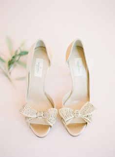 Dreamy Blush + Ivory Sonoma Wedding (Style Me Pretty) Bridal Wedding Shoes, Bridal Style, Bow Wedding, Wedding Details, Wedding Pumps, Decor Wedding, Wedding Bouquets, Dream Wedding, Wedding Decorations