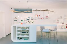 noni Showroom für schlichte, moderne Brautmode, maßgeschneidert in Köln, Deutschland (www.noni-mode.de - Foto: Le Hai Linh)