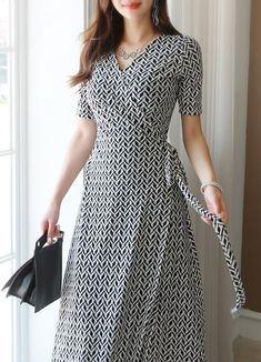 64 New Ideas for sport dress outfit skirts - Kurti designs party wear - Dress Kurta Designs Women, Blouse Designs, Salwar Designs, Women's Dresses, Fashion Dresses, Wrap Dresses, Women's Fashion, Cotton Dresses, Dresses Online