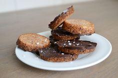 No bake cookies van amandel, dadel en cacao
