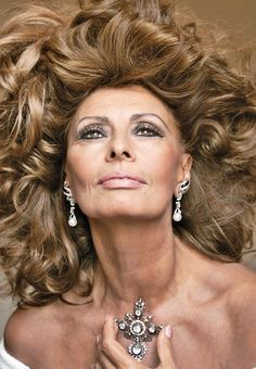 SOPHIA LOREN. Every Italian girl wishes to look like Sophia.