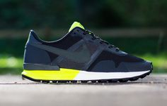 Nike Air Pegasus 83/30 - Black / Newsprint - Volt