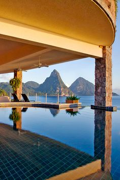 Luxury hotel pools across the globe offer unbeatable views and unforgettable touches. Best Honeymoon Resorts, Hawaii Honeymoon, Caribbean Vacations, Hawaii Vacation, Maui Hawaii, Honeymoon Destinations, Vacation Ideas, Cool Swimming Pools, Best Swimming