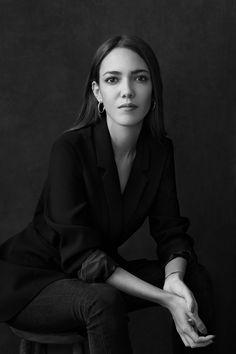 Studio Portrait Photography, Photo Portrait, Photography Poses Women, Portrait Poses, Female Portrait, Headshot Photography, Professional Portrait Photography, Studio Portraits, Woman Photography