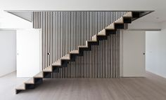 In a small town outside the Danish city of Aarhus, you will find this new-built bungalow using Dinesen Douglas for flooring and bespoke staircase. Metal Stairs, Wooden Stairs, Aarhus, Interior Stairs, Interior Architecture, Bespoke Staircases, Stair Detail, Interior Minimalista, Villa