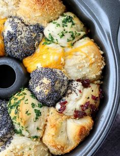 Incredible Savory Monkey Bread – Good Dinner Mom Incredible Savory Monkey Bread is buttery and flavorful, using refrigerated canister biscuits and any herb and cheese combination that fits your menu. Vegetarian Recipes, Cooking Recipes, Healthy Recipes, Kale Recipes, Bread Recipes, Turkey Recipes, Lasagna Recipes, Chicken Recipes, Casserole Recipes