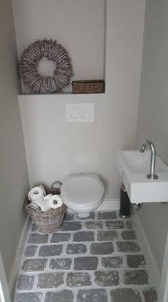 www rawstones nl smalltoiletrenovation www rawston Wc Design, Toilet Design, House Design, Small Toilet Room, Small Bathroom, Beautiful Bedrooms, House Beautiful, Bathroom Toilets, Interior Design Living Room