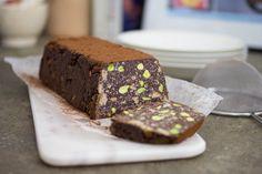 Il Mattoncino al cioccolato con pistacchi è un perfetto dessert per una cena con amici super golosi e che amano i dolci sorprendenti.