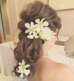 「大人可愛い」旬なヘアアレンジはこれ♡《ローヘアスタイル×お花》のヘアカタログ* | marry[マリー]