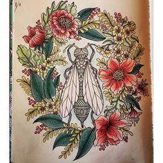 Målar medan höften värker. #dagdrömmar #målarböckerförvuxna #coloringbook…