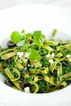 Green Pasta With Spinach, Ricotta and Olives