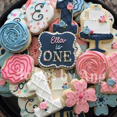 Pretty Birthday Cookies - I like the color palette Fancy Cookies, Iced Cookies, Cute Cookies, Cookies Et Biscuits, Cupcake Cookies, Girl Cupcakes, Bolacha Cookies, Galletas Cookies, Cookie Frosting