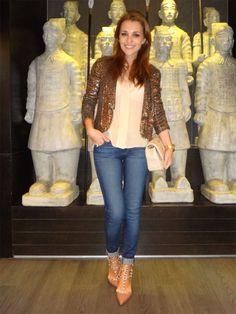 Jeans Fashion Over 40, Blazers, Blazer Jacket, Velvet, Outfits, Jeans, Womens Fashion, Jackets, Inspiration
