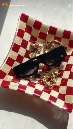 Diy Clay, Clay Crafts, Cute Jewelry, Jewelry Accessories, Keramik Design, Mode Ootd, Pics Art, Clay Art, Sunglasses Case