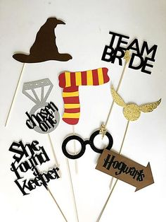 How to Plan an Elegant, Harry Potter-Inspired Wedding - STATIONERS - How to Plan an Elegant, Harry Potter-Inspired Wedding Source by hoouters Harry Potter Motto Party, Cumpleaños Harry Potter, Harry Potter Birthday, Harry Potter Invitations, Harry Potter Engagement, Harry Potter Wedding, Harry Potter Party Decorations, Bachelorette Party Decorations, Fans D'harry Potter