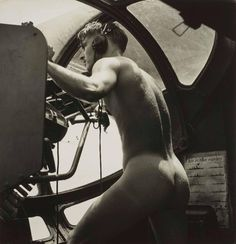 """maleinstructor: """" In the heat of battle, photographer Horace Bristol captured one of the most unique and erotic photos of WWII. Bristol photographed a young crewman of a US Navy """"Dumbo"""" PBY rescue mission, manning his gun after having stripped naked. Rare Historical Photos, Rare Photos, Cool Photos, Pretty Photos, Vintage Photographs, Olivia De Haviland, Bristol, Pin Up, Famous Pictures"""