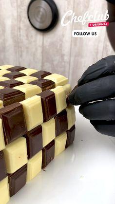 Oreo Cake Recipes, Fun Baking Recipes, Sweet Recipes, Chocolate Squares, Chocolate Cream, Chocolate Lovers, Fun Desserts, Delicious Desserts, Dessert Recipes