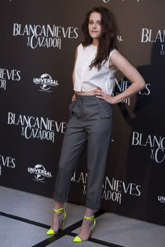 white Marios Schwab sleeveless button-down cropped shirt - Vivienne Westwood Anglomania grey pants with folding details on the flap pockets - neon yellow Christian Louboutin pointed pumps with PVC accents. Kristen Stewart, Vivienne Westwood, Bobbie Thomas, Neon Pumps, Yellow Pumps, Christian Louboutin, Looks Chic, Her Style, Edgy Style