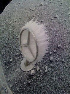 Dieses und weitere Luxusprodukte finden Sie auf der Webseite von Lusea.de Frozen star - Mercedes - Benz Logo - Emblem - Badge