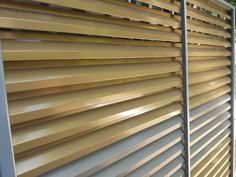 Garduri realizate din montanti cu prindere ascunsa - Garduri si porti metalice Blinds, Curtains, Metal, Modern, Design, Home Decor, Trendy Tree, Decoration Home, Room Decor