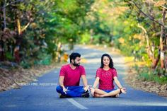 Photo Poses For Couples, Indian Wedding Photography Poses, Wedding Couple Poses Photography, Couple Photoshoot Poses, Couple Picture Poses, Indian Wedding Photos, Pre Wedding Shoot Ideas, Pre Wedding Poses, Pre Wedding Photoshoot