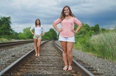 Sister pose #jessicaannphotography