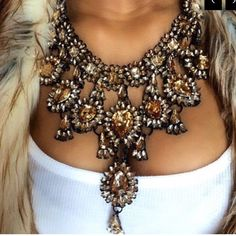 Gorgeous Gold Statement Bib Necklace Heavy, chunky and GORGEOUS! gold stones. Fun statement piece to add to any outfit Jewelry Necklaces