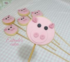 Estrades cakes: galletas infantiles de cerdos, con palo