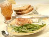 Sauteed green beans with minced shallots. This dish is so easy, healthy, and delicious.