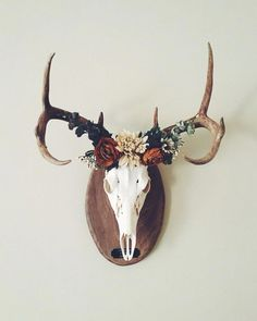 Marvelous cool awesome Deer crown European mount… – Home Decor Ideas…… by www.danazhome-dec… The post cool awesome Deer crown ✨ European mount… – Home Decor Ideas…… by www.da… appeared first . Deer Skull Decor, Deer Head Decor, Deer Skulls, Deer Antlers, Animal Skulls, Deer Heads, European Home Decor, Unique Home Decor, Deer Mount Decor