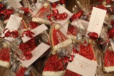 Packaging cookies, great gifts.