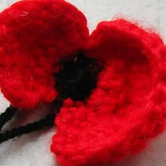 Crocheted Remembrance Day Poppy by HappyBerry Click for free pattern.  NOTE:  If you previously subscribed to  this Board alone, note that I've now split it into 13 Boards to make finding patterns easier.  Please drop by my Pinterest if you'd like to subscribe to all Crochet Boards!  Thanks  :)