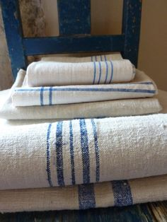 Ideas Kitchen Blue And White French Country Grain Sack Love Blue, Blue And White, Vibeke Design, Purple Home, Country Blue, French Country, Linens And Lace, White Linens, Grain Sack