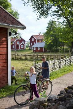 Åsens By in Småland , Sweden. Photo by Johan Willner Voyage Suede, Sweden Places To Visit, Kingdom Of Sweden, Vie Simple, Swedish Cottage, Red Houses, Sweden Travel, Scandinavian Countries, Swedish Style
