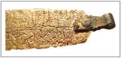 Скандинавский амулет с руническими надписями из Старой Ладоги