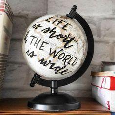Noëlie | Calligraphique sur Instagram: Life is short & the world is wide 🌍 Bon début de semaine (pour ceux qui ne travaillent pas hier) à tout.e.s ! De mon côté, j'arrête de…