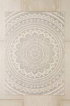 Tapis imprimé Sahara à médaillon 2x3 gris - Urban Outfitters