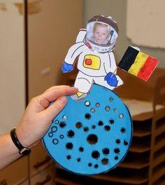 Gisteren was Tijl op bezoek in Kortrijk bij de kinderen in Kinderland . De kinderen hadden heel wat vragen: Ze vroegen aan Tijl: - hoe kom...