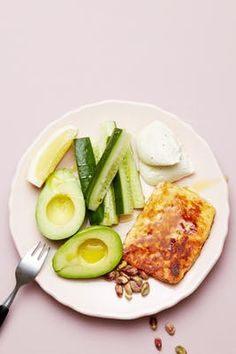 Keto Halloumi Cheese and Avocado Plate — Recipe — Diet Doctor Hallumi cheese Healthy Foods To Eat, Healthy Snacks, Healthy Recipes, Healthy Life, Diet Drinks, Diet Snacks, Cena Keto, Smoothie Diet, Smoothies