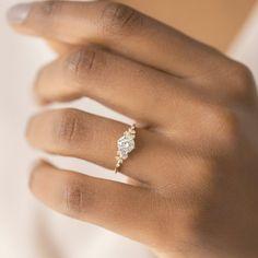 Pretty Wedding Rings, Tiffany Wedding Rings, Pink Wedding Rings, Classic Wedding Rings, Pretty Rings, Wedding Ring Set, Circle Wedding Rings, Wedding Ring Styles, Dream Wedding