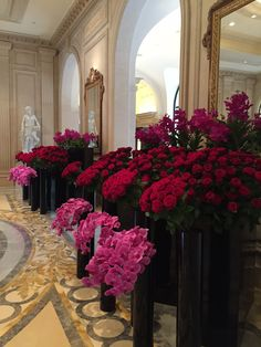 AD catches up with Jeff Leatham, star floral designer and favorite of the Kardashians and Sofia Vergara, at the Four Seasons George V in Paris to watch him decorate the lobby with crimson and pink blooms just in time for Valentine's Day. Blue Wedding Flowers, Flower Bouquet Wedding, Diy Flowers, Potted Flowers, Flower Bouquets, Purple Wedding, Architectural Digest, Wedding Flower Arrangements, Floral Arrangements