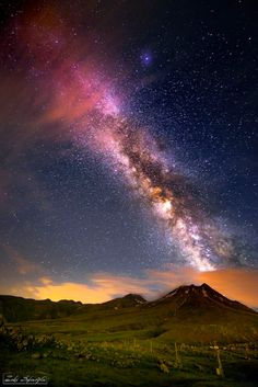 Milky way in the mountains of Aksaray Turkey by +Zeki Seferoglu Beautiful Sky, Beautiful World, Beautiful Pictures, We Are The World, Out Of This World, Milky Way From Earth, Nature Sauvage, Whatsapp Wallpaper, Galaxy Art